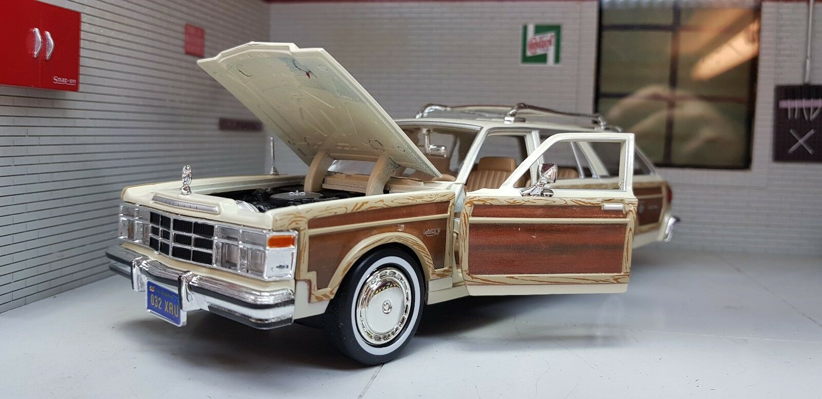 G LGB 1 24 Echelle 1979 Crème Chrysler le Baron Town & Country Motormax