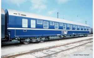 Jouef-HJ4131-HO-Gauge-SNCF-T2-TEN-Sleeper-Coach-IV