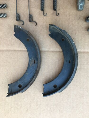 PORSCHE 944  85//2 TO 91  SET OF REAR PARKING BRAKE PADS AND HARDWARE E-BRAKE