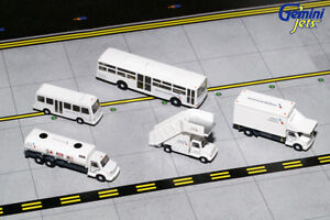 GEMINI-JETS-1-200-AMERICAN-AIRLINES-GROUND-EQUIPMENT-TRUCKS-G2AAL721-IN-STOCK