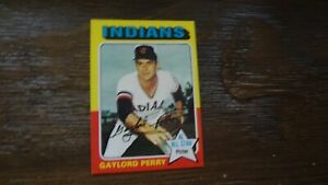 1975-TOPPS-530-GAYLORD-PERRY-BASEBALL-CARD