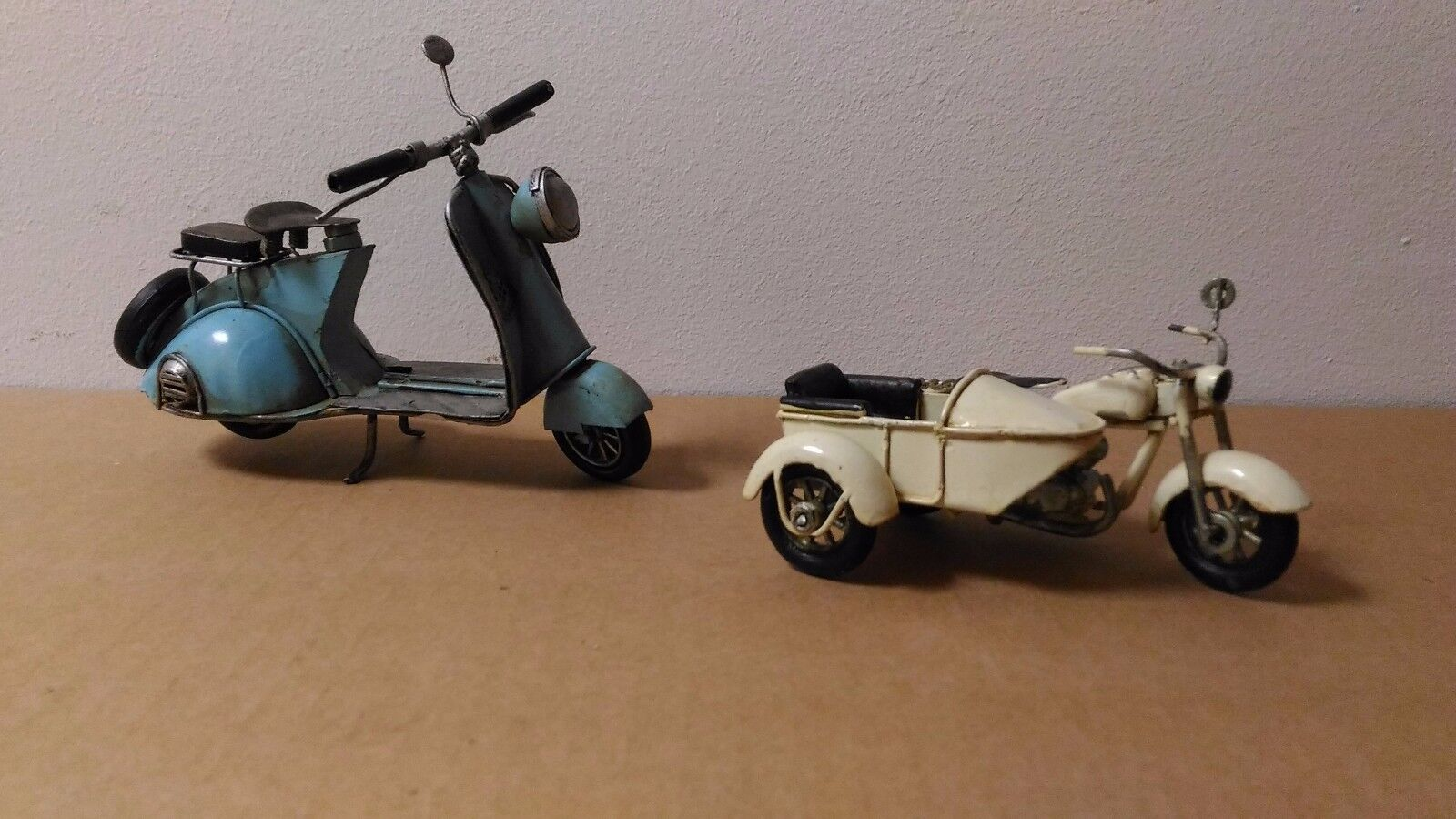 Coppia Set 2 modellini vintage in latta moto+sidevoiture   loisir