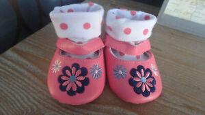 ** Magnifique Fille Bébé Rose Fleuri Et Pois Chaussures-f&f (3 - 6 Mois) **-afficher Le Titre D'origine