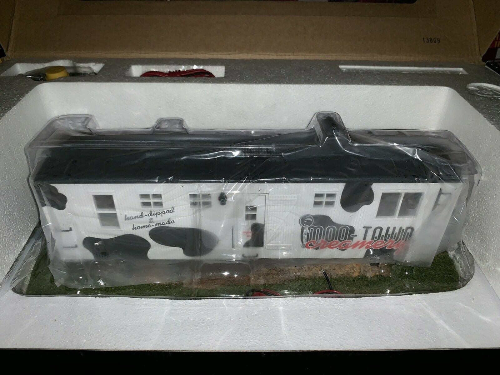 K-LINE BY LIONEL MOO TOWN CREAMERY ICE CREAM SHOP BUNK CAR SMOKING ACCESSORY NEW