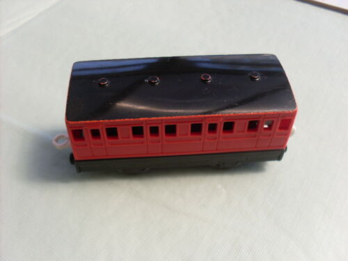 TOMY TRACKMASTER THOMAS RAILWAY RED PASSENGER COACH WITH BLACK ROOF