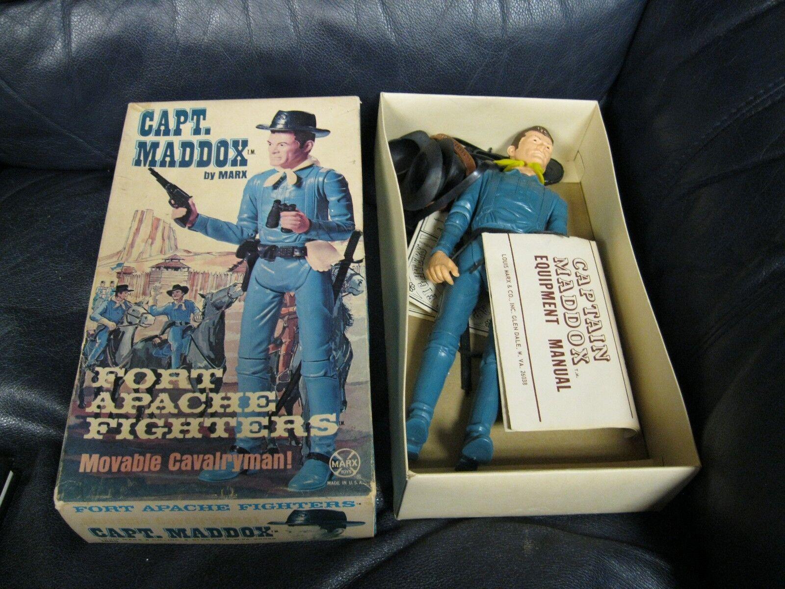 Vintage 1967 capitán Maddox Fort Apache luchadores Johnny West  1865 Figura en caja