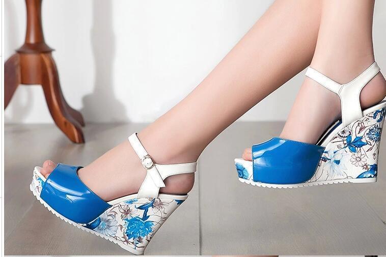 Frauensandalen Geöffnet Weiß Blau Keilabsätze Plateau 10.5 X Elegant Komfortabel