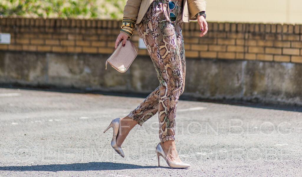 Zara Serpiente ptint Suelto Pantalones con el oro tachona Xs Tamaño Xs tachona Ultima  367585