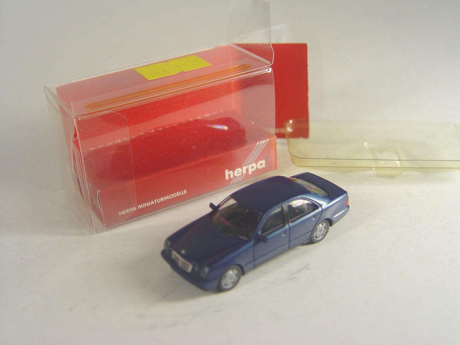 MB E 280 in dunkelblau-metallic mit OVP #14 Herpa 031813 1:87
