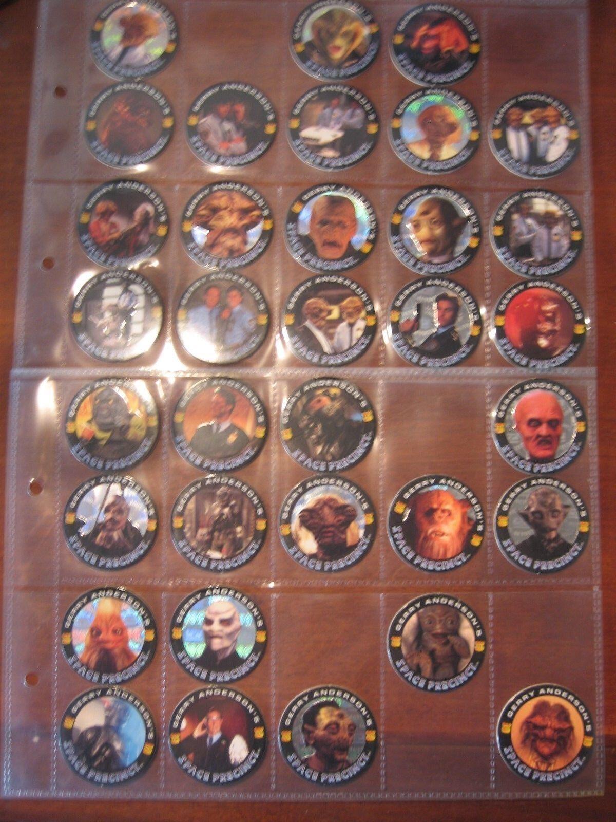 Un vintage Job Lot de 57 x Space Precinct L.P Pogs 1995