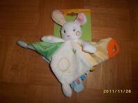 Doudou Auchan Baby Lapin Plat Blanc Jaune Vert Dentition Neuf