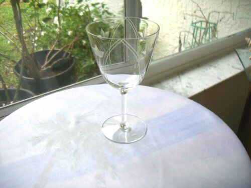 Set of 4 Beautiful Vintage Crystal Wine Glasses Etched and Cut  c 1950/'s