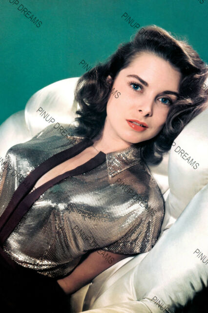 "Janet Leigh Movie Star Pin-up - 1st set of 5 Photo in sizes 4"" x 6"" & 5"" x 7"""