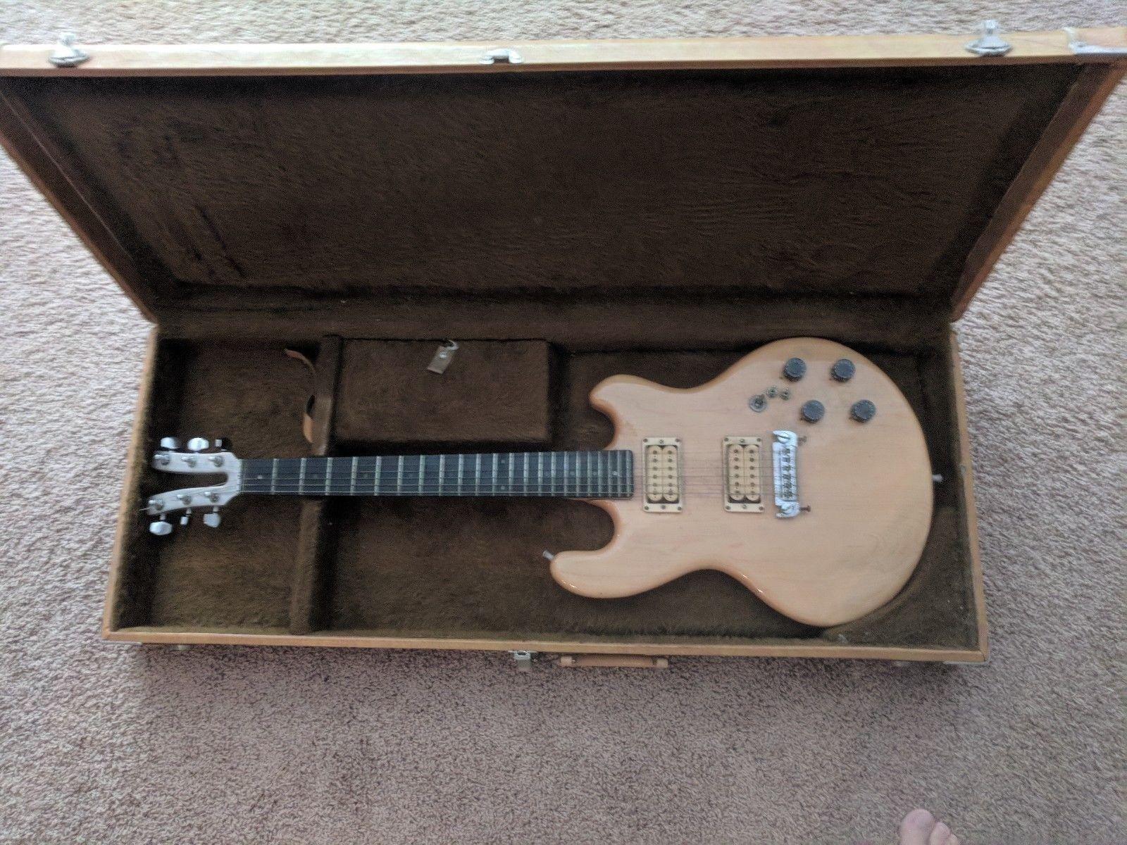 vintage 1970 39 s kramer guitar usa dmz2000 2512 with original case original owner new used. Black Bedroom Furniture Sets. Home Design Ideas