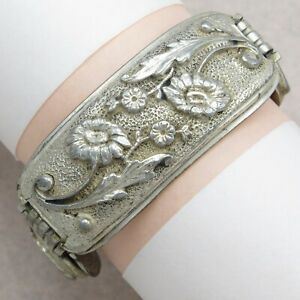 Vintage-1930-039-s-40-039-s-Art-Deco-Raised-Flower-Silver-Plate-Wide-Bracelet