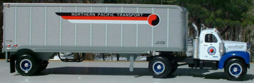HUGE 14 INCH LONG NORTHERN PACIFIC RAILROAD TRACTOR TRAILER BIG BIG BIG RIG - FIRST GEAR 098b3b