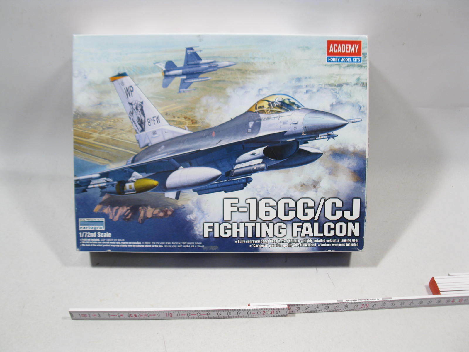 Academy 12415  F16 CG CJ fighting falcon 1 72 sealed in Box mb8125