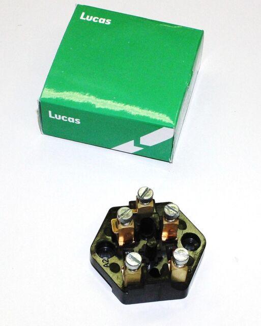 English Fuse Box - Explained Wiring Diagrams on nissan pickup coil, nissan ignition lock, nissan frontier fuse panel, nissan fuel cap, nissan iac valve, nissan frontier fuses and relays, nissan hood latch, nissan control module, nissan gas cap, nissan pickup bed, nissan a/c relay, nissan brake line, nissan safety relay, nissan main fuse, nissan fuse boxes, nissan air cleaner, nissan flywheel, nissan tie rod, nissan temp sensor, nissan altima 2005 fuse list,