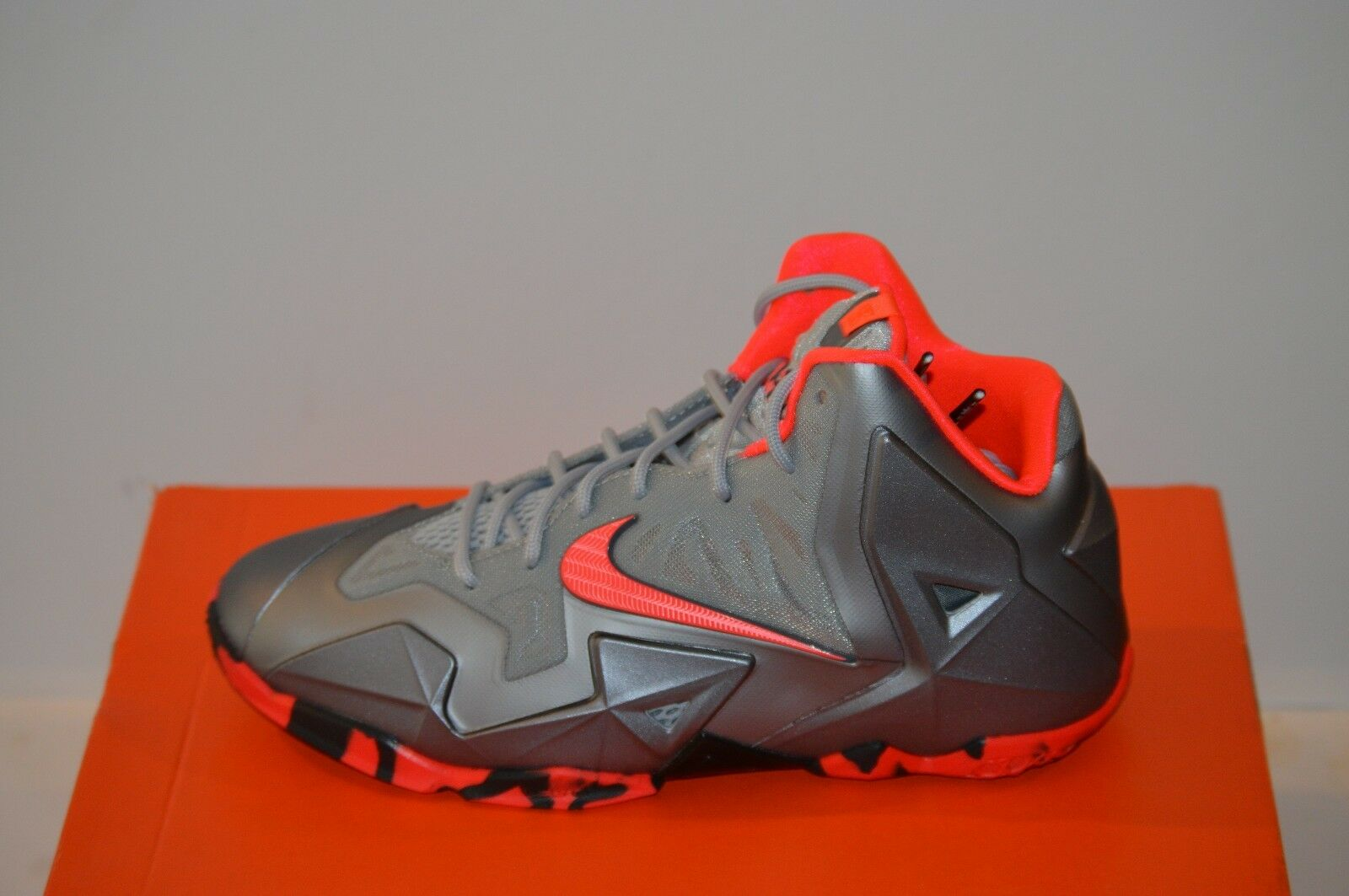 Nike Lebron 11 XI Wolf Grey size 6.5Y The most popular shoes for men and women