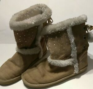 e9fb12ec660 Details about JUSTICE GIRL SIZE 9 CUTE WINTER BOOTS UGGS IN BEIGE W/  RHINESTONES & POM POMS