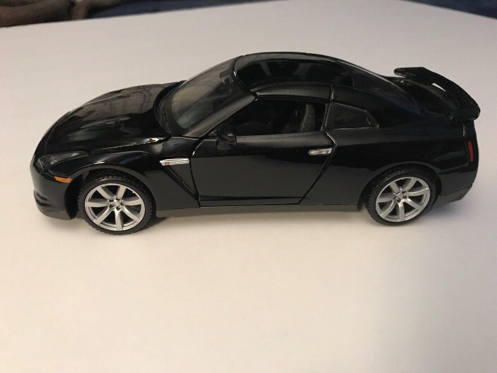 1 24 Scale 2009 Nissan GT-R Maisto
