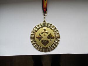 10 große Kegel-Medaillen mit Deutschland-Bändern