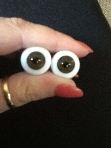 16mm Glass Paperweight Brown Eyes From Global