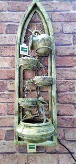FONTANELLA DA PARETE GOTHIC - in terra cotta, legno e metallo - 20 x 19 x 70 cm