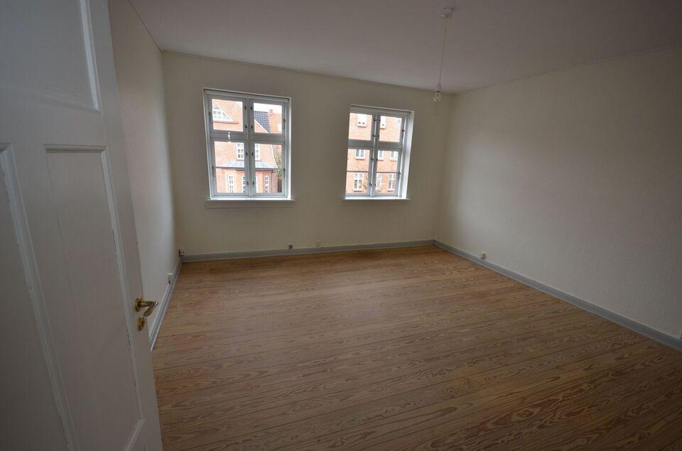 6400 vær. 2 lejlighed, m2 58, Ahlmannsvej