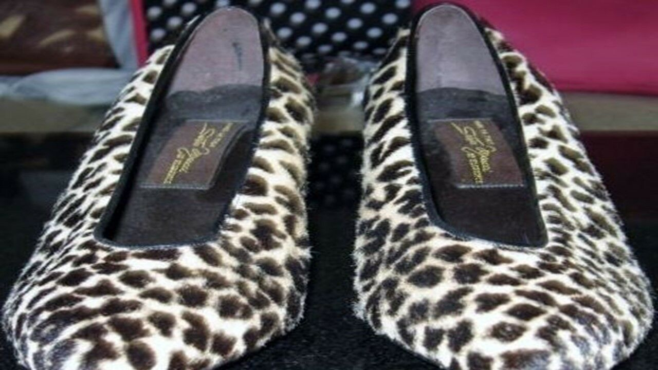 Vintage Women shoes Italian Salvatore Ferragamo Animal Print Fur Heels Pump 7