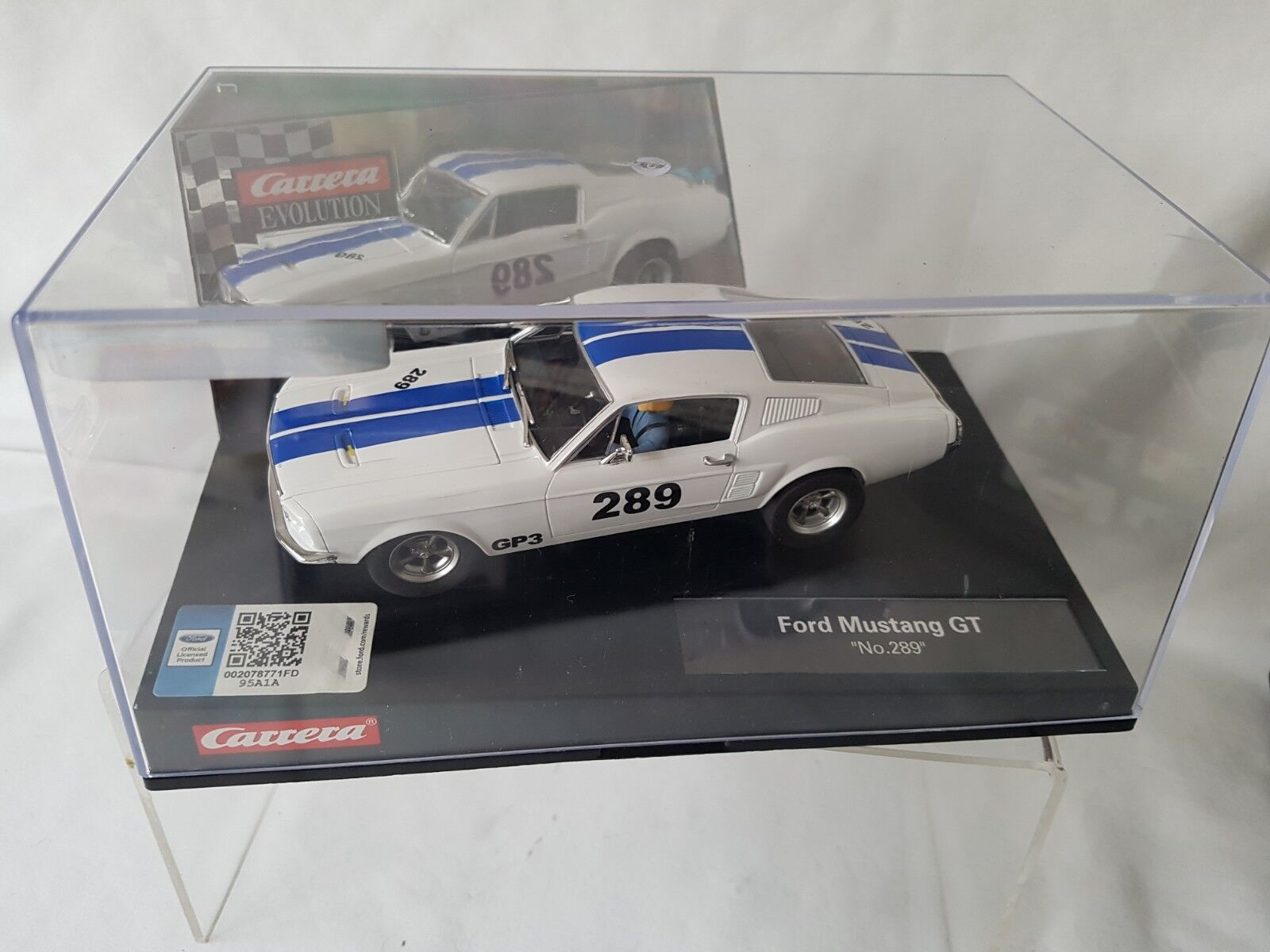 CARRERA EVOLUTION 27450 FORD MUSTANG GT WHITE blueE STRIPE NEW BOXED
