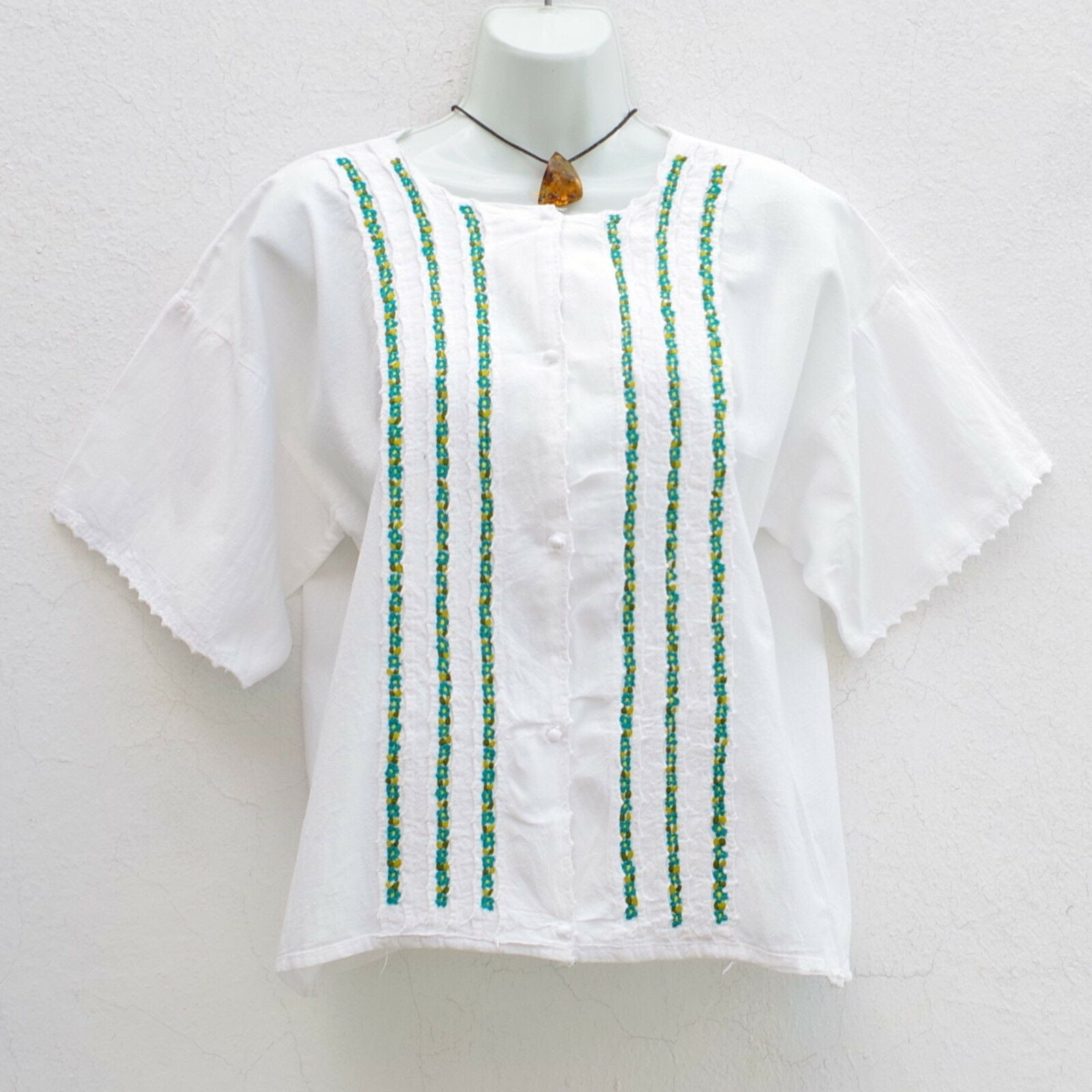 M L Filipina Stil Taste Blouse Huipil with Fine Embroidery from Mexico