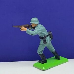 Britains-deetail-toy-soldier-1971-vintage-England-blue-German-ww2-wwii-rifle-2
