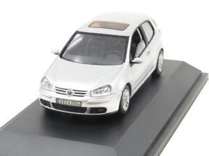 Schuco-Diecast-VW-Volkswagen-Golf-2004-Plata-Metalica-1-escala-43-En-Caja