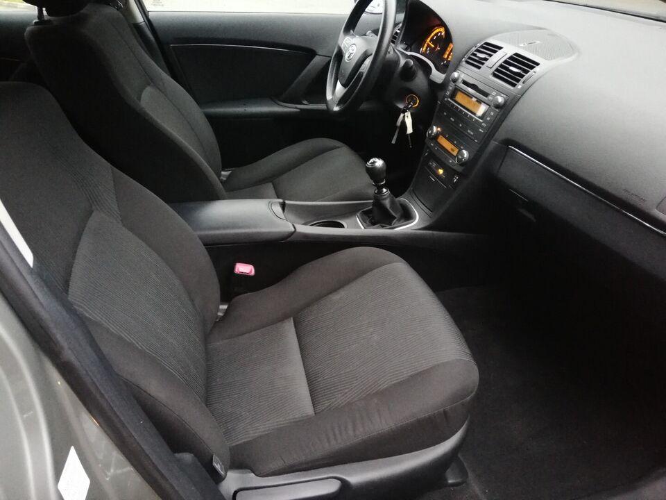 Toyota Avensis 1,6 VVT-i T2 Benzin modelår 2009 km 130000