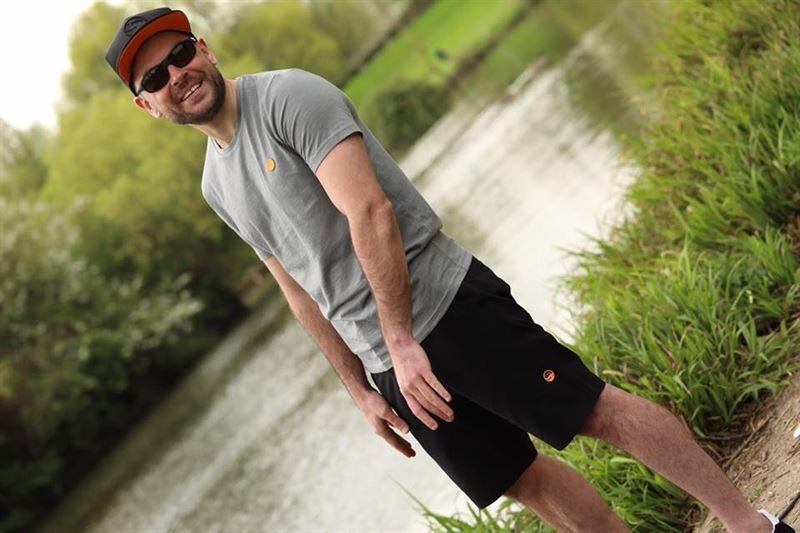 Guru Cargo Shorts Schwarz   Grob & Carp Fishing Kleidung