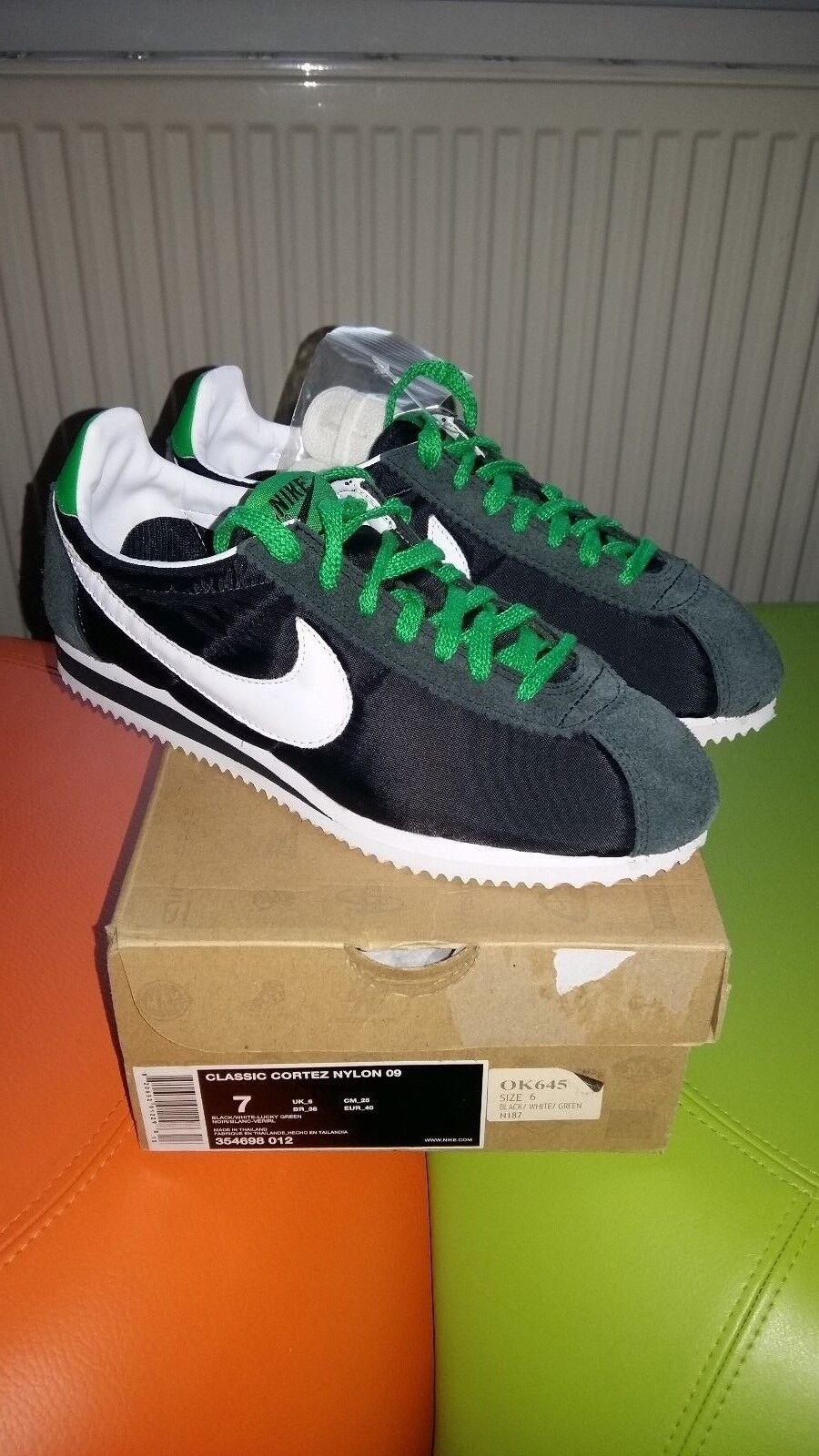 Scorte morte... Nike Classic Cortez Nylon 09... Scarpe Da Ginnastica Unisex Taglia 6 UK eur-40 | Il materiale di altissima qualità  | Uomo/Donne Scarpa