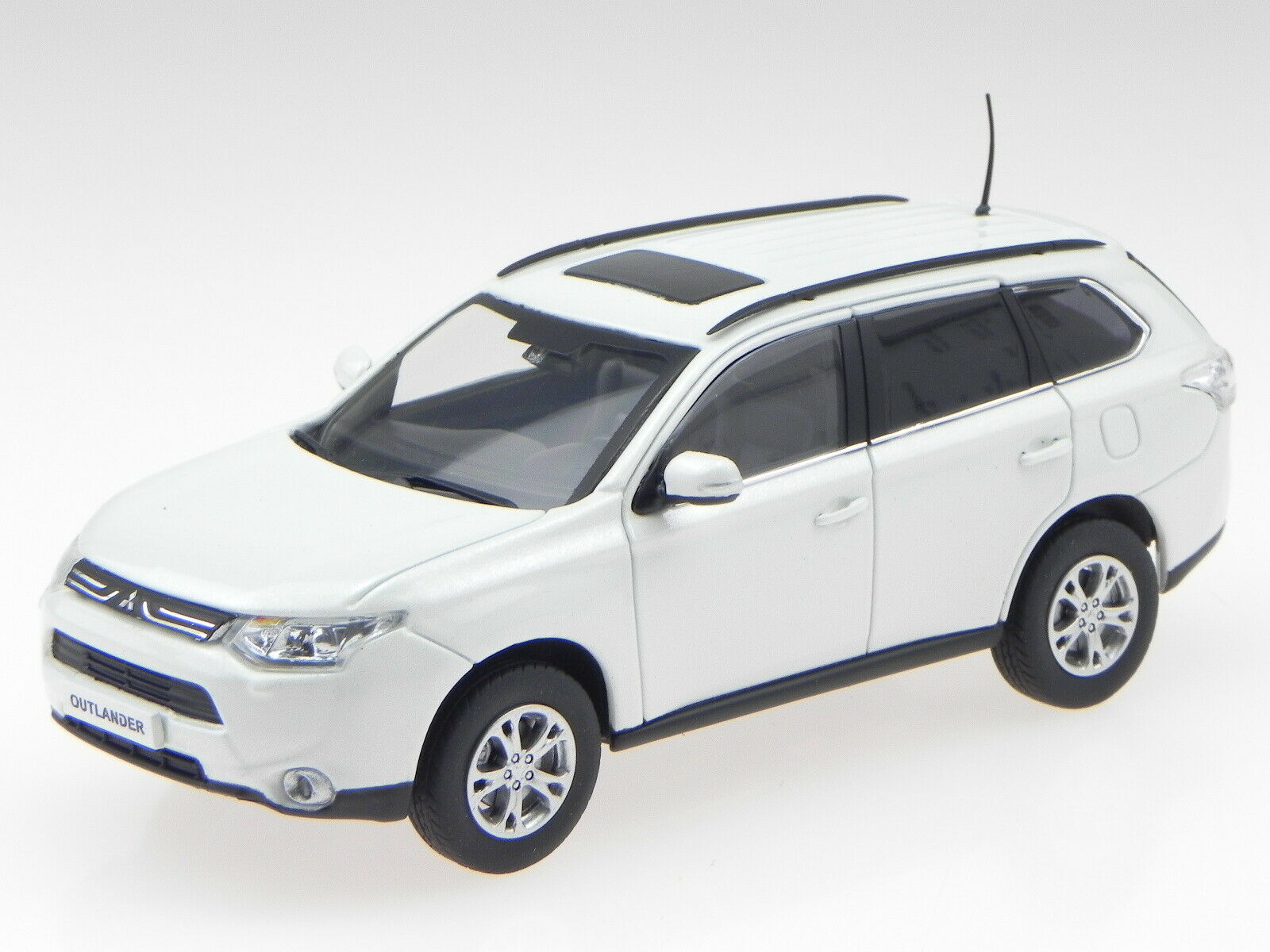 Mitsubishi Outlander white white white modelcar 29391 Vitesse 1 43 e794d4