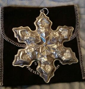 1975-Gorham-Sterling-Silver-Annual-Christmas-Snowflake-Ornament-3-1-2-with-Pouch