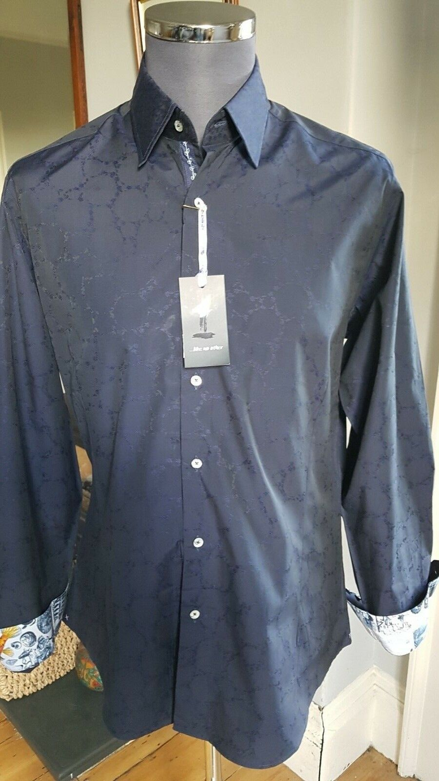 1 Like No Other men's slim fit shirt in Navy. Size 3 L. RRP . 1 of 500.