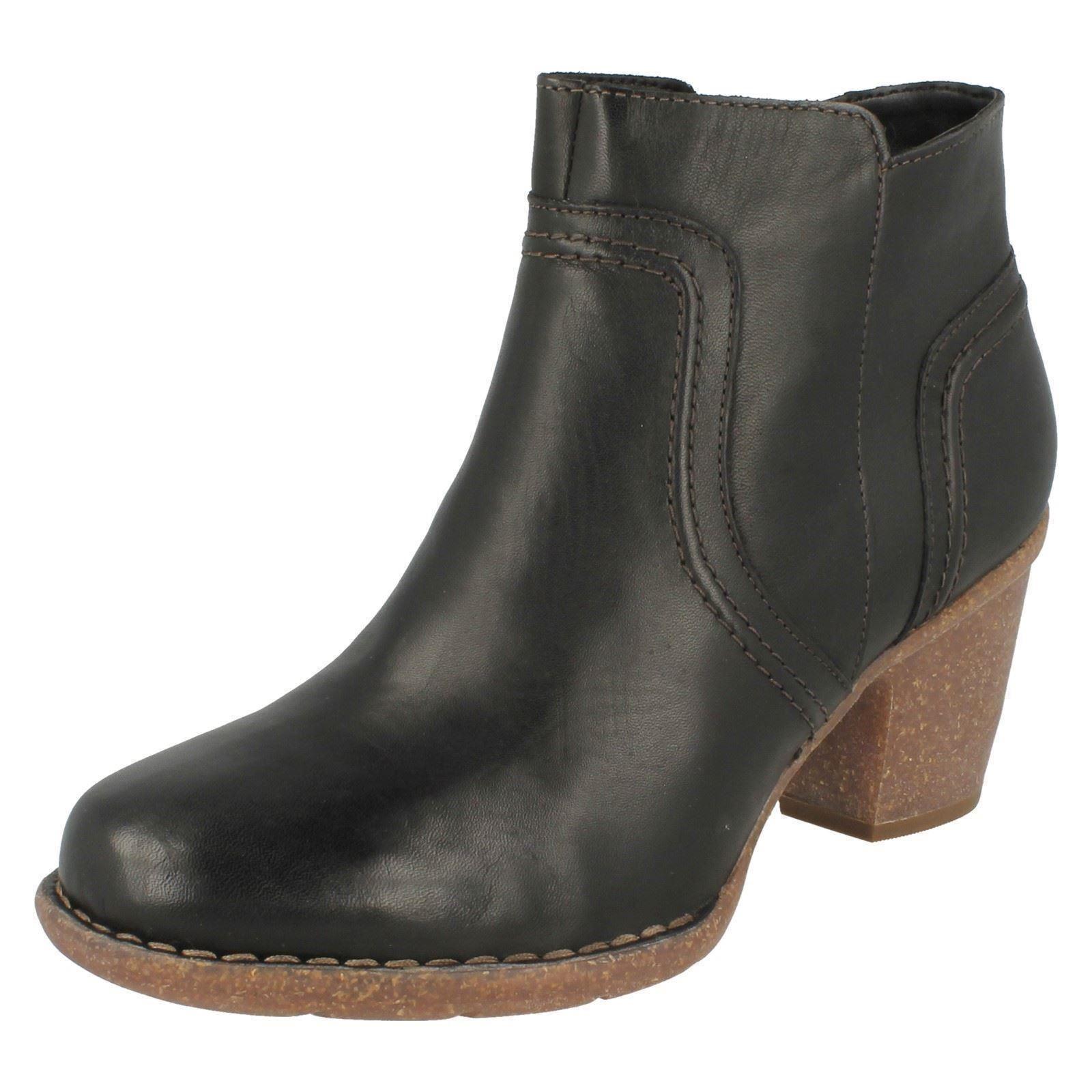 Clarks carleta París para mujer D Cuero Negro Botas al tobillo con cremallera taco de bloque
