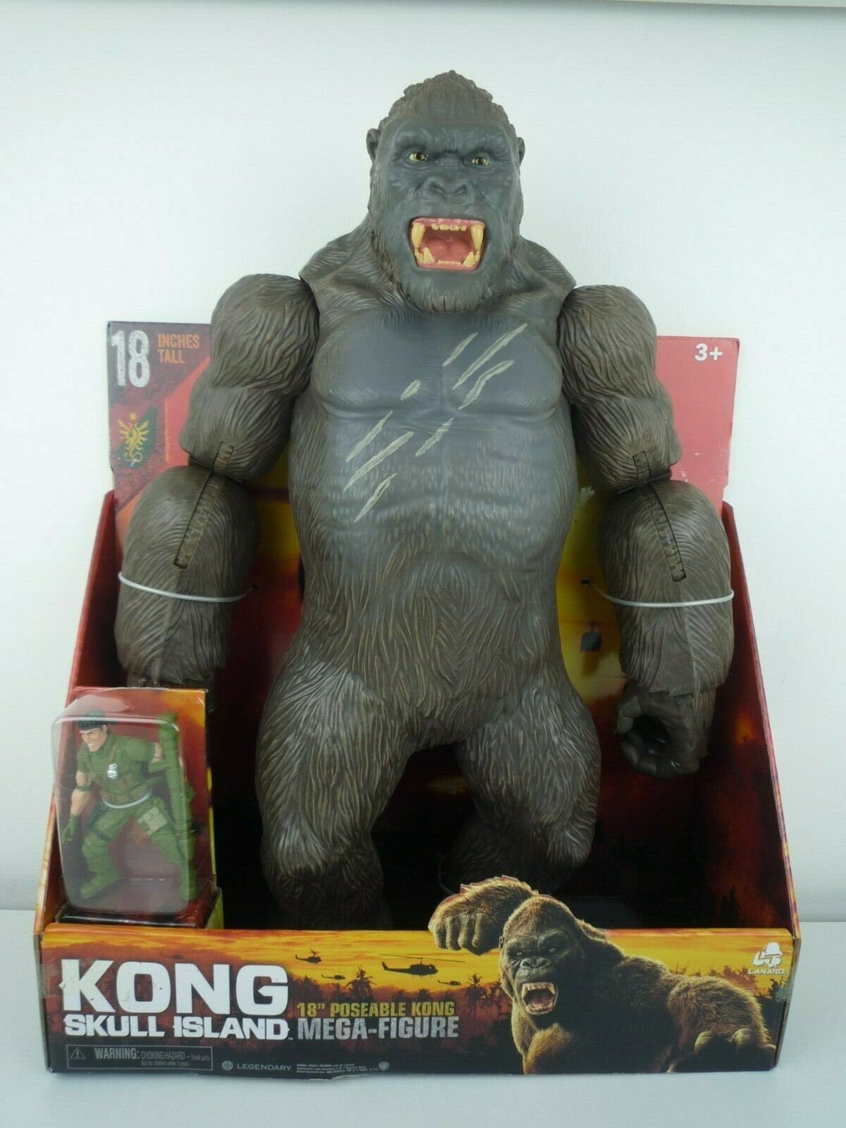 KING KONG SKULL ISLAND 18  POSEABLE MEGA FIGURE WITH  SOLDIER FIGURE