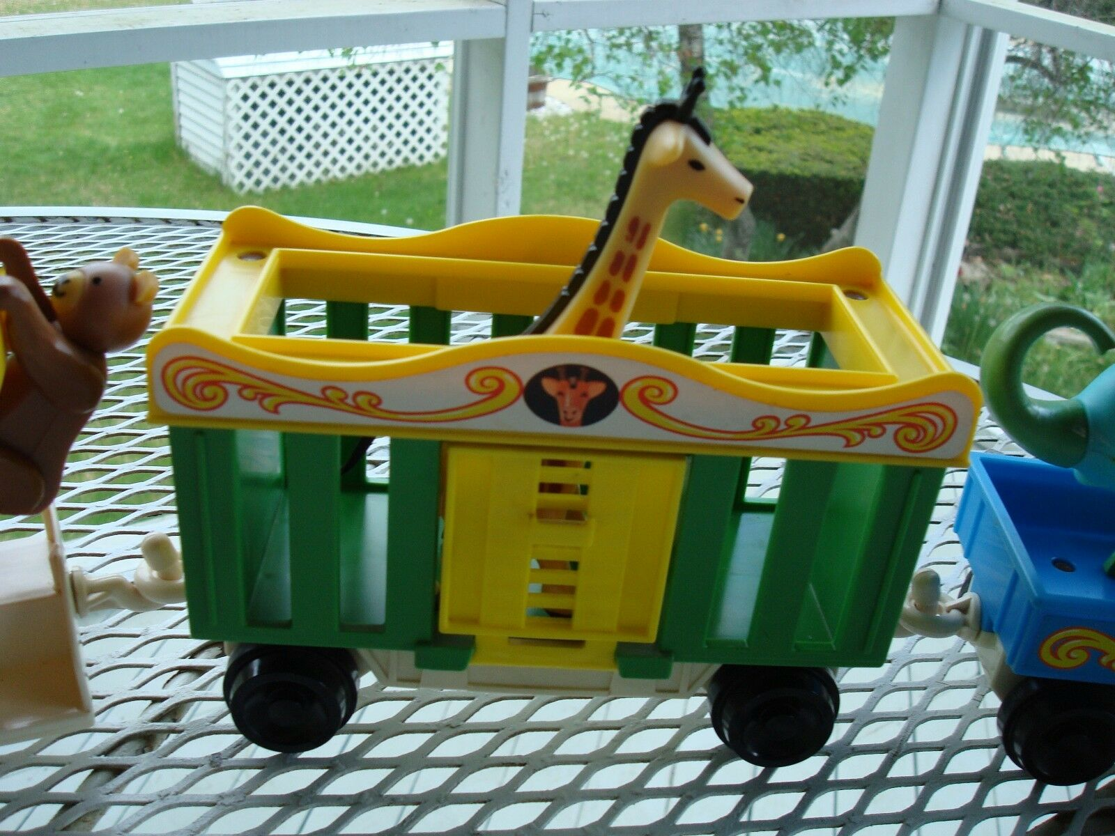 FISHER PRICE CIRCUS CIRCUS CIRCUS TRAINS ENGINE 991 AND SET AND ANOTHER CIRCUS TRAIN adc481