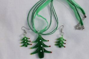 Christmas-Tree-w-Green-Ribbon-Lampwork-Earring-amp-Necklace-Costume-Jewelry-Set