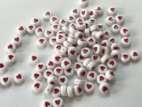 100 trozo de corazón de plástico acrílico perlas blanco rojo letras perlas 7mm r323