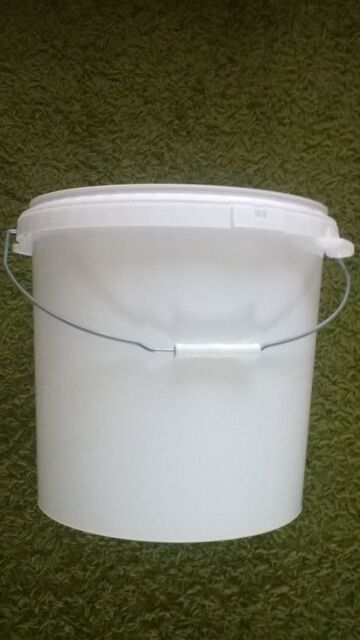 White 30LTR Plastic Bucket with Lid ideal for storage
