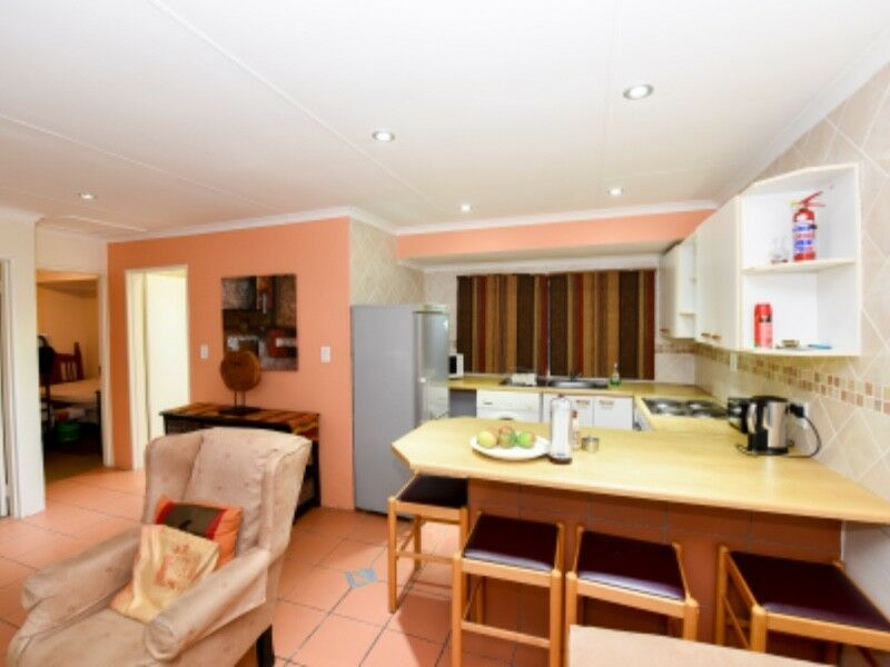 Nyati: large 2 bedroom fully furnished and serviced cottage in Bryanston