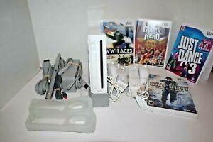 Nintendo Wii White Console RVL-001 Bundle W/ 2 Controllers & Nunchuck + 4 Games