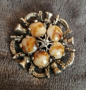 VINTAGE-SIGNED-MIRACLE-CELTIC-SCOTTISH-AGATE-Faux-Amber-pebbles-Brooch-caramel