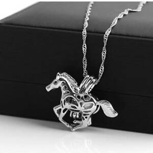 Fashion-Creative-Luminous-Horse-Necklace-Halloween-Glow-Pendant-Jewelry